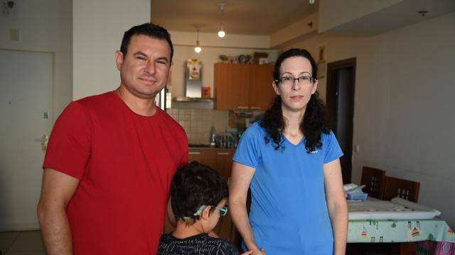 נורית ואלכס מנוקובסקי ובנם דניאל