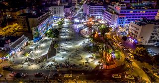 כיכר העצמאות בנתניה בלילה (צילום: רן אליהו)