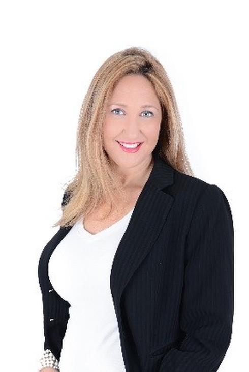 """שיווק הפרויקט:  ליאורה בן ארי, יועצת נדל""""ן  Home In Israel Real Estate Group"""