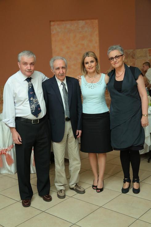 משה קוקליאנסקי  יחד עם שלושת ילדיו (צילום: פרטי באדיבות המשפחה)