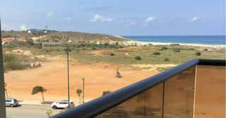 מסוק נחת ברצועת החול של בעיר ימים (צילום: שירותי מיינט נתניה)