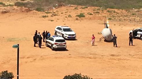 כוחות הביטחון הגיעו למקום הנחיתה בעיר ימים  (צילום: שירותי מיינט נתניה)