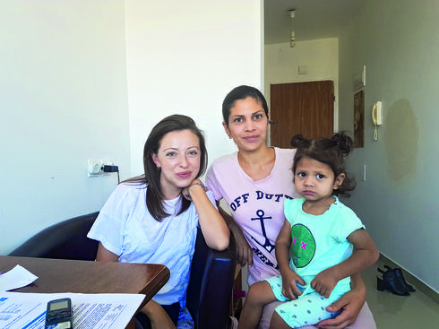 אנה גולובב ובתה כריסטינה עם יוליה גוטמן. צילום פרטי (מגזין, גיליון 27.07.18)