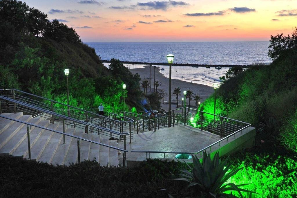 מדרגות לים (צילום: רן אליהו)