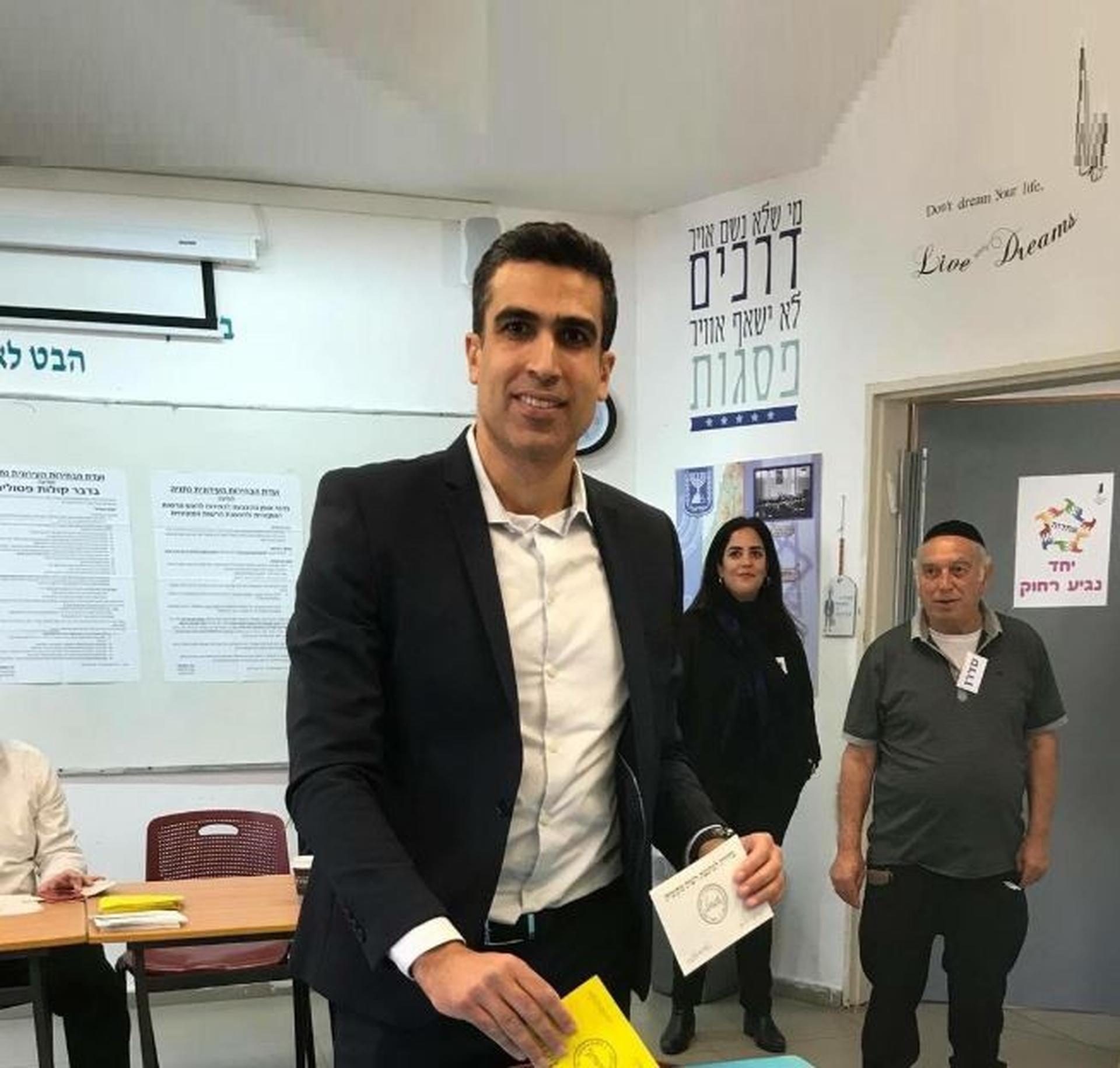 "יוני שטבון הצביע | צילום יח""צ"