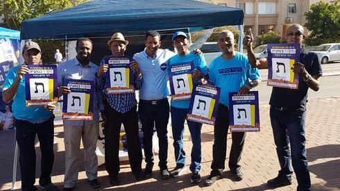 פעילי מקומי בנתניה עם חבר המועצה דניאל מהרט