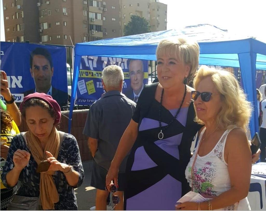 מרים פיירברג איכר הגיעה להצביע   צילום: ניר איסקוב