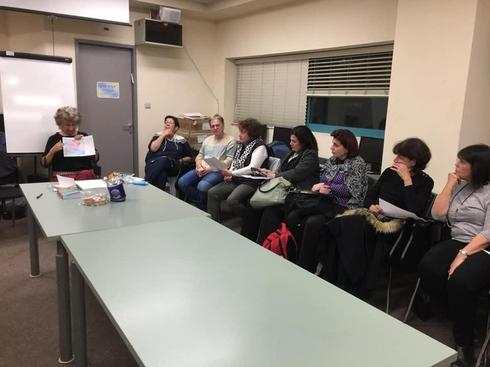 מועדון הקוראות של נתניה. צילום באדיבות העמותה לחינוך בלתי פורמלי