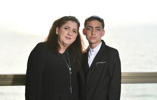 שושי ובנה אחיה בבר מצווה | צילום: אלבום פרטי