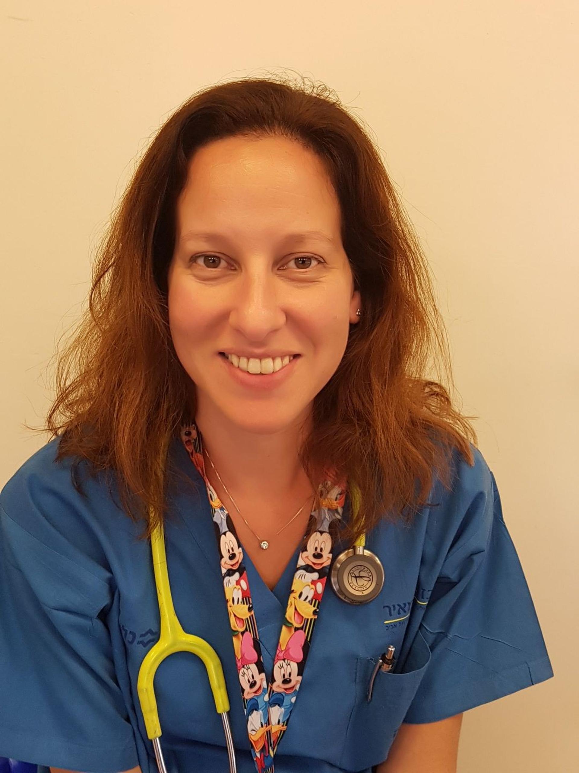 """ד""""ר הדס יחיעם, מומחית ברפואת ילדים ורופאה במיון ילדים בבית חולים מאיר מקבוצת כללית"""