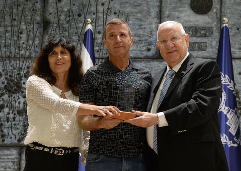 הנשיא עם בעלי הקבוצה (צילום: מארק ניימן / לע״מ)