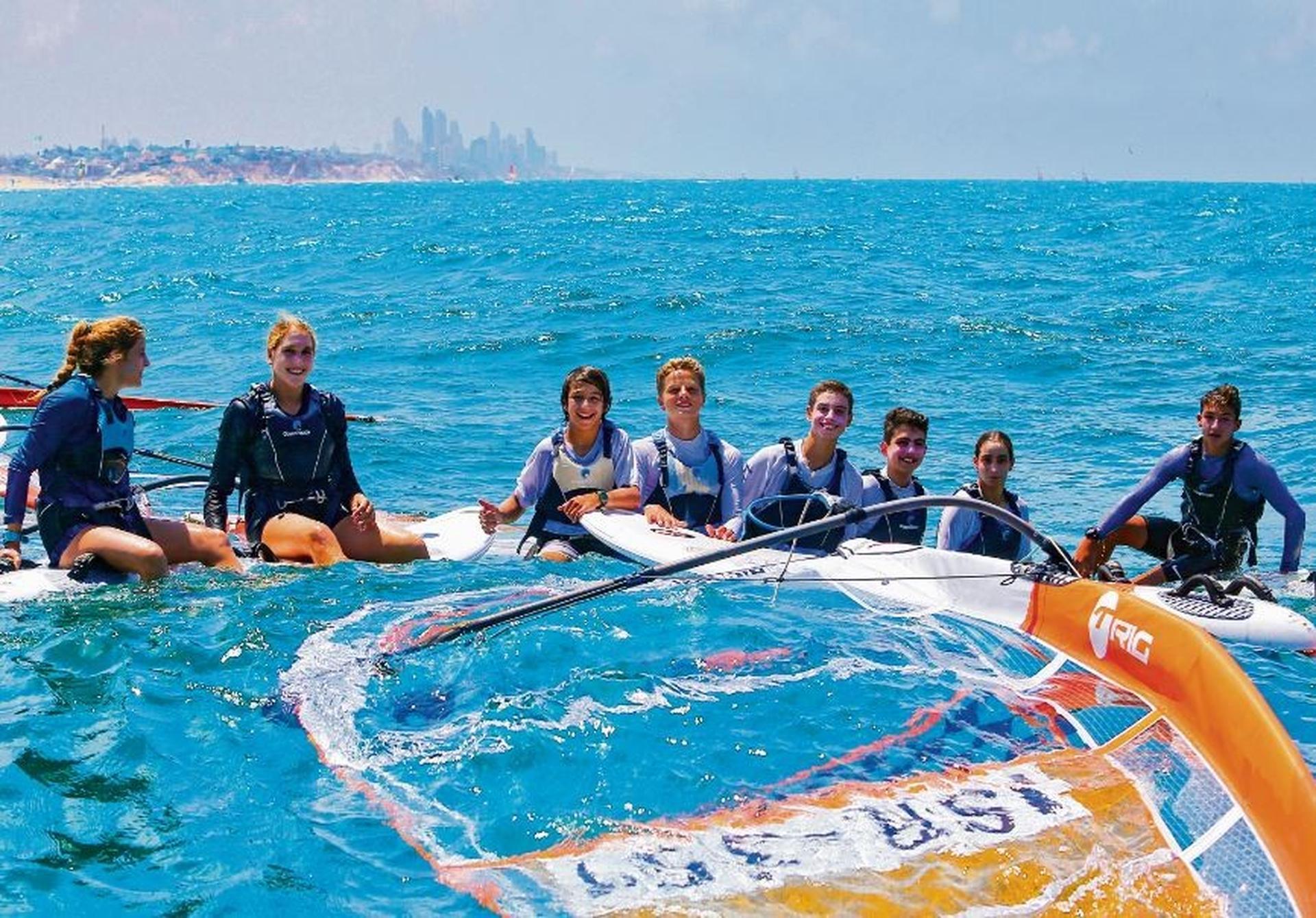 הנציגים הישראלים באליפות אירופה בגלישה   צילום: נמרוד גליקמן