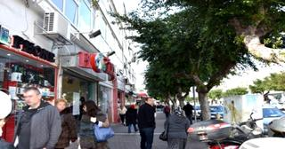 רחוב הרצל נתניה. בעלי עסקים מוחים (צילום: עדי ארצי)