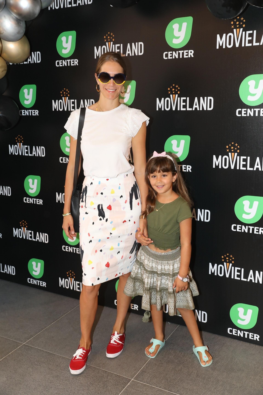 ג'ני צ'רוואני והבת אמילי בהשקת קולנוע מובילנד פולג. צילום: רפי דלויה
