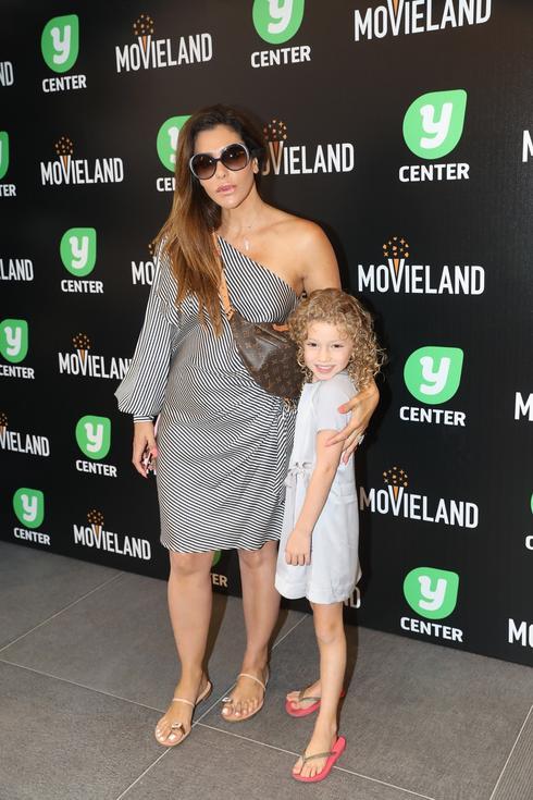 נעמה קסרי והבת דניאל בהשקת קולנוע מובילנד פולג. צילום: רפי דלויה