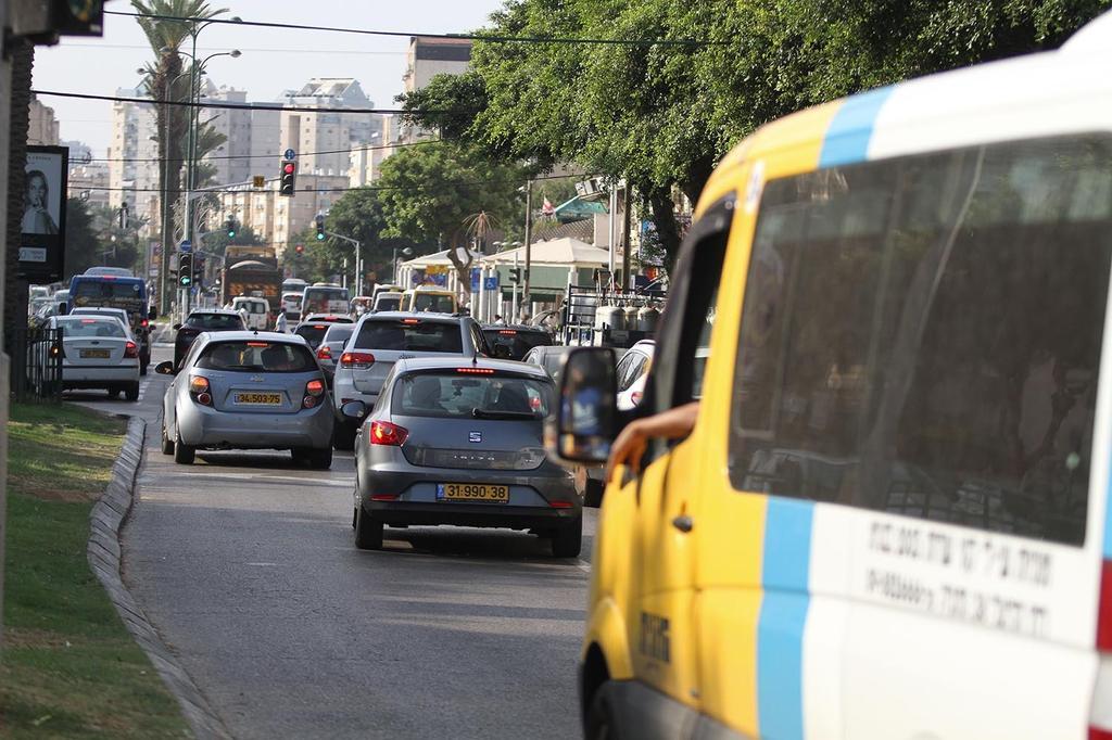 ציר התנועה בהרצל בנתניה| צילום: אסף פרידמן